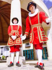 Beefeaters Electric Cabaret - Human statues - Living Statues - Entertainers