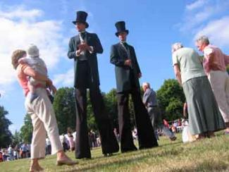 Stilt walking gents Electric Cabaret - Human statues - Living Statues - Entertainers