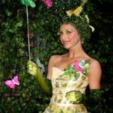 Bolli's Topiary Tart - Walkabout Entertainer