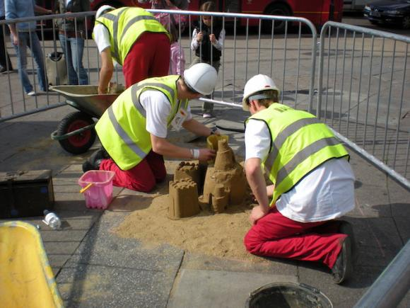 BoSi's Hole Job - Comedy Street Works - Street Show Installation
