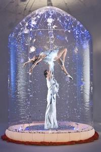 Snowglobe - Acrobatic show in inflatable snowglobe - Circus Cabaret