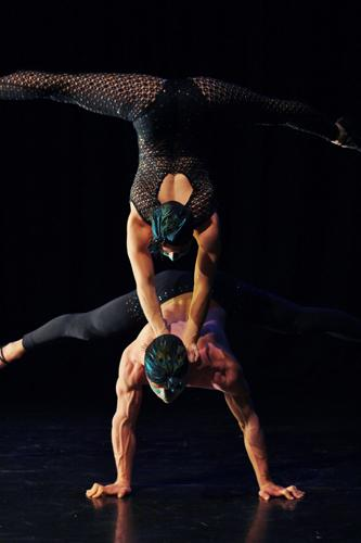 Duo Ramona - Acrobatic Contortion Circus Duo - Cabaret Entertainers