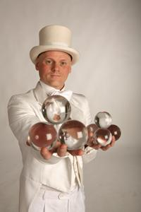 Pemberton Performance - Juggler - walkabout or cabaret act